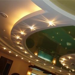 На что закрепить натяжной потолок
